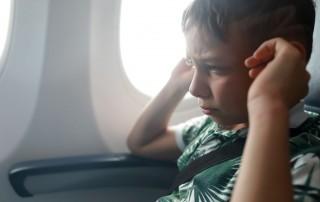 como prevenir el dolor de oidos al volar
